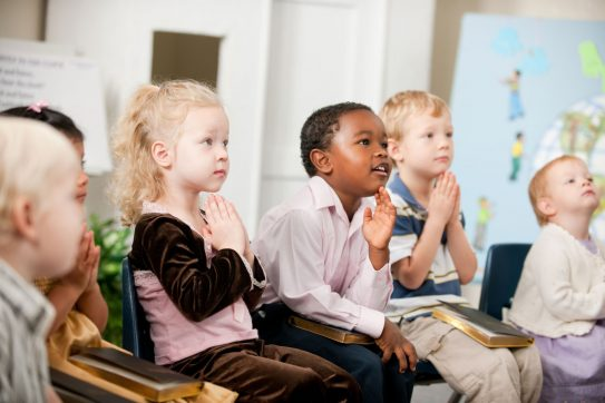 children praying in childcare